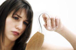 با علل مختلف ریزش مو آشنا شوید 2 1 300x200 - با علل مختلف ریزش مو آشنا شوید
