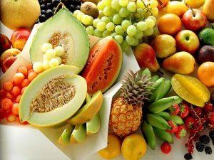 میوه 300x225 1 - رژیم غذایی زنان زیبا چیست؟