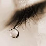 اشششششککککک 1 180x180 - برطرف کردن سریع پف زیر چشم بر اثر گریه!