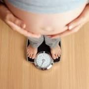 وزن 1 180x180 - چگونه فرم بدنم را به حالت قبل از زایمان برگردانم؟