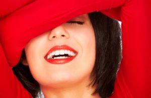 Dentists Teeth whitening 4 300x195 1 - نگران لثه های خود نباشید، لبخندبزنید!!(اصلاح لبخند لثه ای)