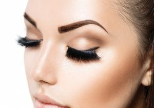 eyebrows 1 300x210 1 300x210 - با تزریق بوتاکس و لیفت ابرو ها، نگاهی زیبا و باز داشته باشید