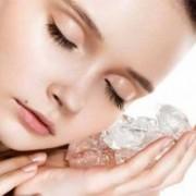 ice cube to reduce pimple in 1 day 300x221 1 180x180 - درمان های خانگی برای از بین بردن منافذ باز پوست