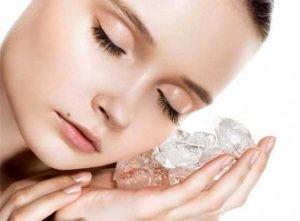 ice cube to reduce pimple in 1 day 300x221 1 300x221 - درمان های خانگی برای از بین بردن منافذ باز پوست