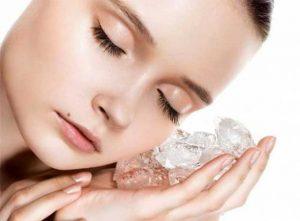 ice cube to reduce pimple in 1 day 300x221 1 - درمان های خانگی برای از بین بردن منافذ باز پوست