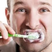 مسسس 180x180 - اشتباه متداولی که در هنگام مسواک زدن انجام می دهید!