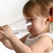 نی 180x180 - مادرانه ها: نگرانی والدین از نوشیدن زیاد آب فرزندشان!