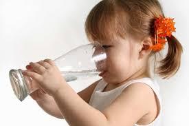 نی - مادرانه ها: نگرانی والدین از نوشیدن زیاد آب فرزندشان!