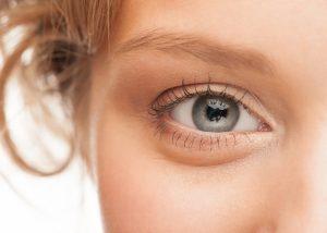 چگونه از شر پف زیر چشم خلاص شویم؟! درمان های خانگی