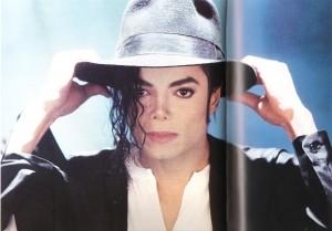 Michael Jackson 300x209 - مایکل جکسون سلطان عمل های زیبایی