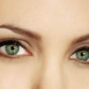 angelina jolie 2218 180x180 - چگونه به چشمان مان ظاهری بزرگتر بدهیم؟
