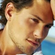 attractive man 300x188 1 180x180 - ۶ روش عجیب که مردان برای زیبایی ( بزرگی) آلت تناسلی بکار می برند