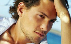 attractive man 300x188 1 - ۶ روش عجیب که مردان برای زیبایی ( بزرگی) آلت تناسلی بکار می برند