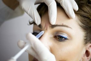 botox woman 660x440 300x200 1 - برای پیشگیری از عوارض جانبی بوتاکس چه باید کرد ؟