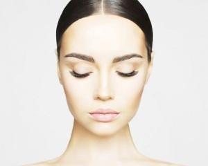 eyebrow 300x300 1 300x240 - لیفت صورت با نخ : چهره ای قلبی شکل داشته باشید