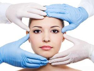 plastic surgeon 1297x986 300x228 1 300x228 - تزریق بوتاکس و مزایای آن