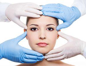 plastic surgeon 1297x986 300x228 1 - تزریق بوتاکس و مزایای آن