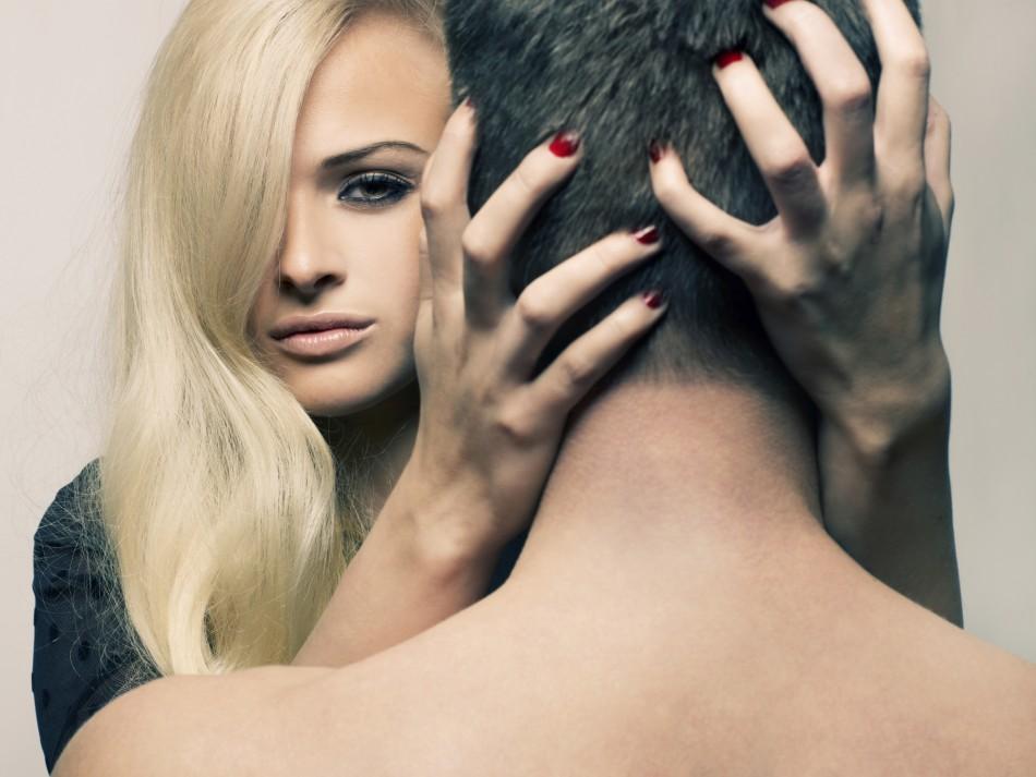 woman men find attractive 950x713 - تغییر جنسیتی از ظاهری مردانه به یک زن
