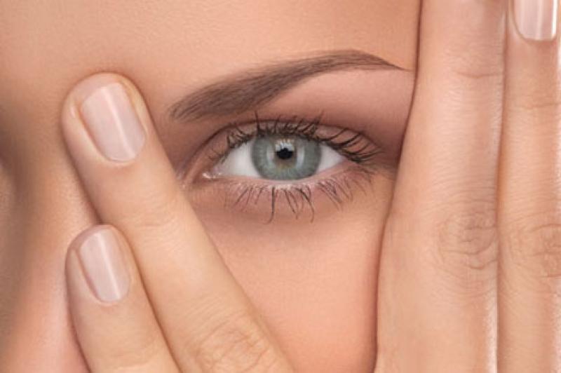 ووو - 7 توصیه کلیدی برای خواباندن پف چشم