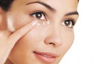 300x206 - 7 توصیه کلیدی برای خواباندن پف چشم