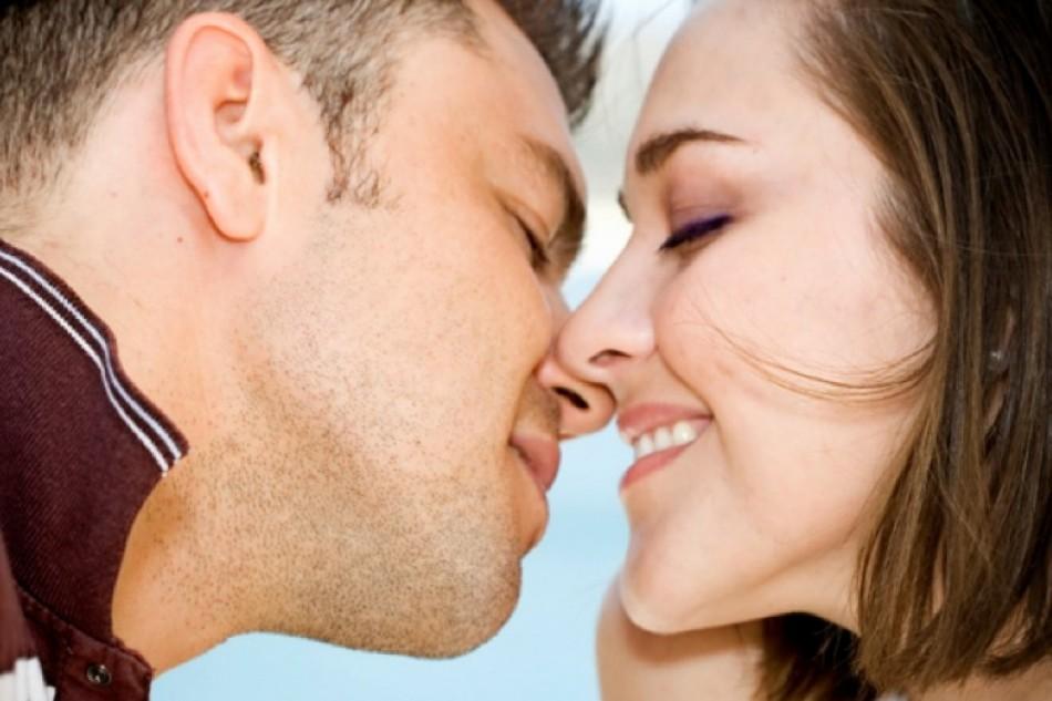 گگگگ 950x633 - حقایقی در مورد بوسیدن!