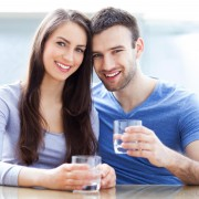 man and woman holding glasses of water smiling 180x180 - با جراحی واژن (لابیاپلاستی) اعتماد به نفس خود را بازیابید