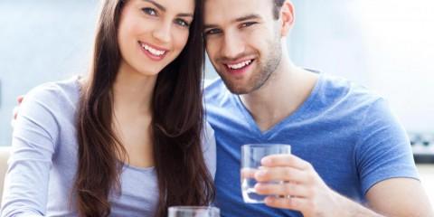 man and woman holding glasses of water smiling 480x240 - با جراحی واژن (لابیاپلاستی) اعتماد به نفس خود را بازیابید