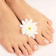 ر 180x180 - داشتن پای زیبا با رفع خشکی پا!