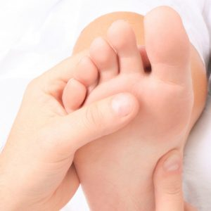 خشکی پوست کف پا 300x300 - درباره پدیکور چه میدانید؟