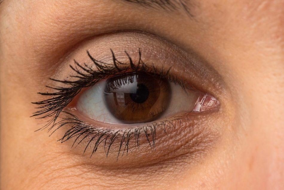 eye bags 950x634 - چطور میشه از شر پف زیر چشم خلاص شد؟