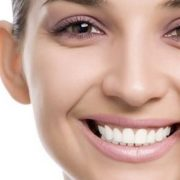 make eye bags disappear 180x180 - با این 11 روش برای همیشه با پف زیر چشم تان خداحافظی کنید!
