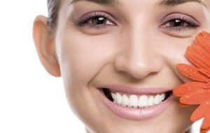 make eye bags disappear 300x191 - با این 11 روش برای همیشه با پف زیر چشم تان خداحافظی کنید!
