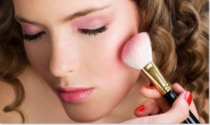 makeup 300x179 - 10 نکته آرایشی که قبلا هیچ کس به شما نگفته به همراه فیلم آموزشی آرایش چشم