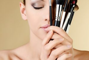 makeup mistakes 731x500 300x205 - اشتباهاتی در آرایش که شما را مسن جلوه می دهند!