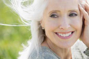 54a768b6209dc   elle aging h 300x200 - نکات آرایشی برای خانم های مسن