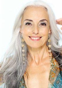 5a7ced792f1b45db463042291c6ece16 211x300 - نکات آرایشی برای خانم های مسن