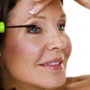 Eye Makeup Tips for Older Women How to Apply Mascara 180x180 - نکات آرایشی برای خانم های مسن