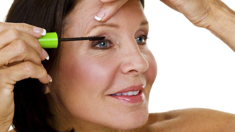 Eye Makeup Tips for Older Women How to Apply Mascara 950x535 - نکات آرایشی برای خانم های مسن