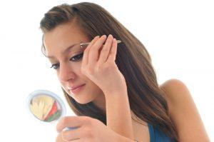 How To Shape Your Eyebrows Perfectly In 5 Easy Steps e1465397308495 300x199 - چطور از ابرو هایمان مراقبت کنیم؟