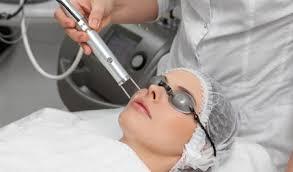 وجود پزشک با تجربه - بهترین مرکز لیزر موی زائد در کرمان ، کدام مرکز است؟