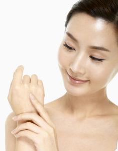 15 235x300 - کلاژن تراپی پوست چیست ؟ آیا دستگاه فیس آپ قادر به تحریک تولید کلاژن در پوست است؟!