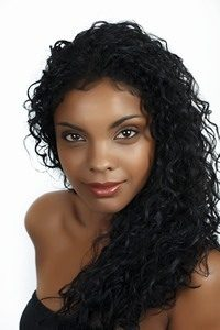 african woman 1 200x300 - بهترین دستگاه لیزر برای پوست روشن| لیزر مناسب پوست سبزه| چه لیزری بهتر است؟